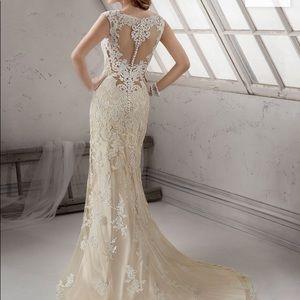 Brand new never worn Maggie Sottero Wedding Gown